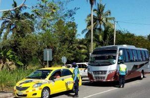 Las autoridades han detectado a conductores con licencias inapropiadas y buses que mantienen defectuosas las luces y además no tienen los seguros requeridos.