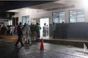 En el cuarto de urgencias de la Policlínica Don Laurencio Jaén Ocaña, los galenos encontraron los proyectiles de bala en el abdomen y los costados.