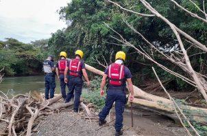 Un hombre de aproximadamente 30 años de edad fue encontrado sin vida a orillas del río La Villa, en el sector de la represa, en Los Santos.