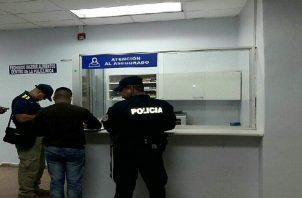 Las autoridades del Ministerio Público iniciaron las investigaciones en los multifamiliares de Nueva Providencia y en el Cuarto de Urgencias de Sabanitas.