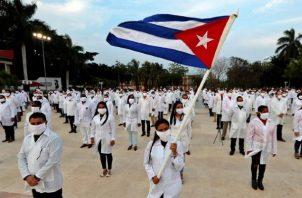 El pasado 24 de diciembre llegó a Panamá un contingente de 220 médicos especialistas cubanos. Foto:EFE