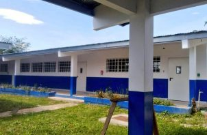 Las escuelas recibirían a los estudiantes algunos días a la semana durante el 2021.