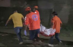 El cuerpo fue trasladado a la morgue del hospital en Changuinola. Foto: Mayra Madrid