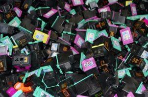 Al comprar y reciclar los cartuchos de tinta y tóner originales HP, los clientes y socios participan en el proceso de ciclo cerrado de HP. Foto: Cortesía