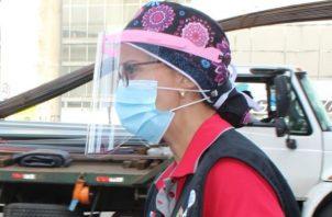 El equipo de salud de San Miguelito entrega implementos de bioseguridad constantemente en diferentes puntos.