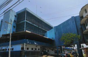 La persona que fue atacada por los delincuentes fue llevado al cuarto de urgencias del Complejo hospitalario Dr. Manuel Amador Guerrero.