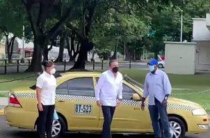 El presidente Laurentino Cortizo llegó en un taxi al Centro de Capacitación Ascanio Arosemena.