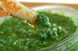 El chimichurri contiene cebolla, perejil, culantro y otras especias más. Foto: Ilustrativa / Pixabay