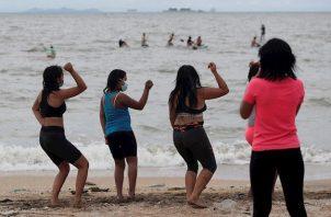 Solo durante los días de cuarentena total se prohíbe el ingreso a las playas. Foto: EFE