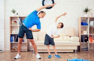 El juego es una actividad que ayuda a aliviar el estrés, la ansiedad, potencia la relajación, fortalece los lazos familiares, entre otros beneficios. Foto: Cortesía / IPHE