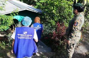 El Equipo Unificado de Trazabilidad realiza todos los días recorrido de inspección para verificar pacientes positivos por covid-19 en el país. Foto cortesía Minsa