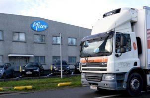 Pfizer ha reducido las vacunas enviadas alegando dificultades de producción. EFE