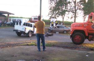 Las unidades de la Policía Nacional del tránsito llegaron al lugar de los hechos para iniciar las investigaciones de la colisión y deslindar responsabilidades en este caso.