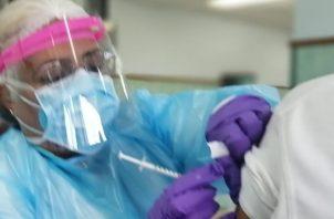 """El día de ayer fue de tristeza y desilusión, ya que este inicio de vacunación fue irregular"""" dijo el presidente de la Aspami Eduardo Prado."""