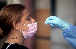 Personal de salud ha aplicado 1,590,184 pruebas para detectar la covid-19 en Panamá. Foto: Víctor Arosemena