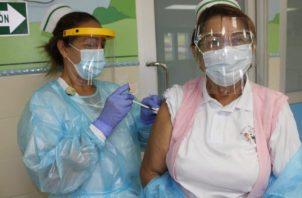 Ayer se completó la aplicación de las 6,420 dosis proyectadas en esta primera jornada. En Panamá Oeste se colocaron 522. Foto de cortesía