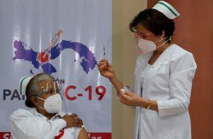 La fase inicial de vacunación en Panamá ya terminó. Foto: EFE