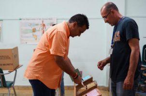 Lombana votó a las 8:37 a.m. en el Instituto Panamericano (IPA).
