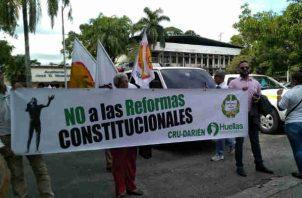 Rector, administrativos y estudiantes de la Universidad de Panamá protestan contra Reformas Constitucionales. Foto/Yai Urieta