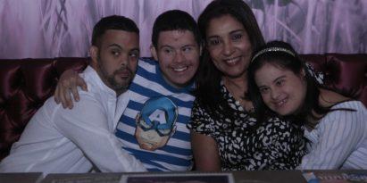 Marta Vernaza, presidenta de la Fundación Down Panamá, celebró junto a los jóvenes el Día Mundial del Síndorme de Down. Víctor Arosemena