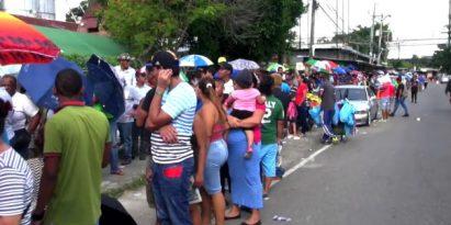 Largas filas en Ferias Libres del Instituto de Mercadeo Agropecuario para comprar arroz. Foto/JCLamboglia