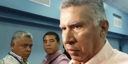 Director de la Caja de Seguro Social, Alfredo Martiz coordina licitación de ambulancias. Foto/Yai Urieta