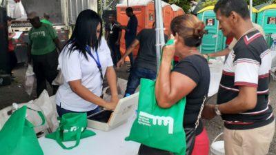 Largas filas para comprar jamón en las Naviferias. Foto/Víctor Arosemena