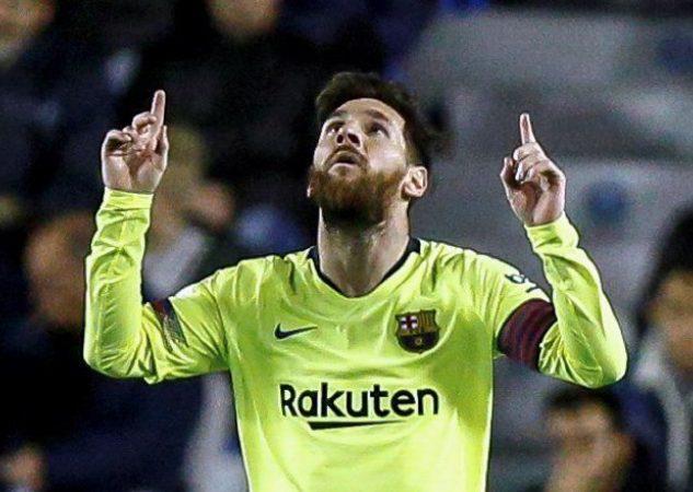 Lionel Messi amrcó triplete.