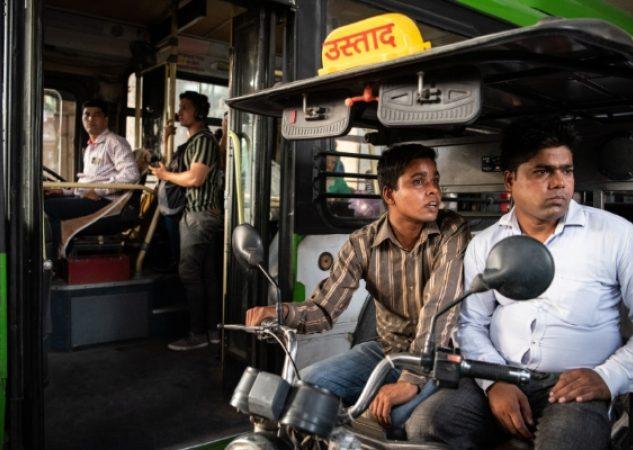 El Gobierno indio intenta obtener control de los muchos vehículos eléctricos. Choferes de mototaxis eléctricos. (Saumya Khandelwal para The New York Times)