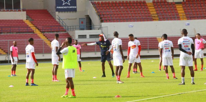 La selección Sub-22 entrena junto al equipo mayor. Anayansi Gamez