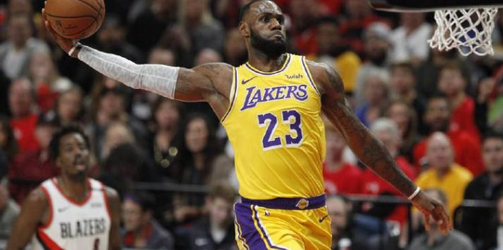 LeBron James es la figura de los Lakers. Foto:EFE