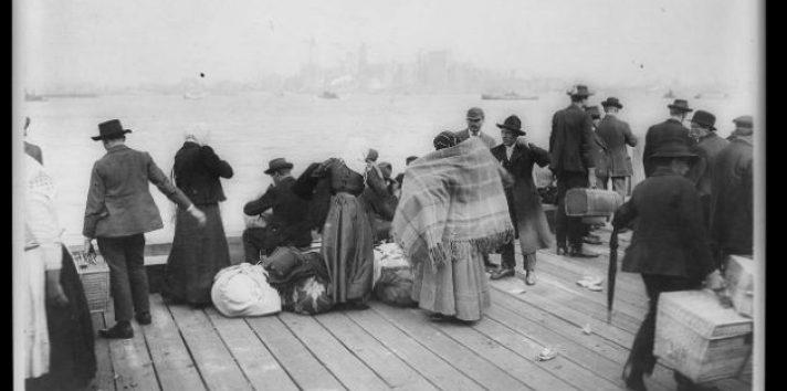 Les va mejor a hijos de inmigrantes pobres que a los nativos pobres, muestra un estudio. Ellis Island. Foto/ Biblioteca del Congreso.
