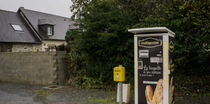 Han aparecido máquinas expendedoras de pan en pueblos donde han cerrado panaderías. Una en La Vendelée. Foto/ Kasia Strek.