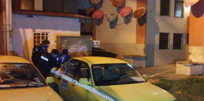 Policías en la escena del crimen en Los Lagos. Foto: Diómedes Sánchez.