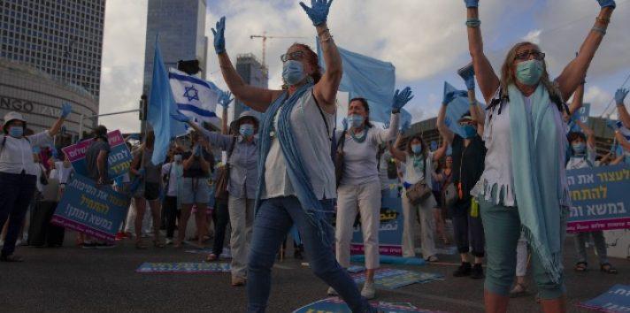 El primer ministro Netanyahu dice que anexará territorio de Cisjordania. Mujeres israelíes y árabes protestan contra el plan en Tel Aviv. Foto / Oded Balilty/Associated Press.