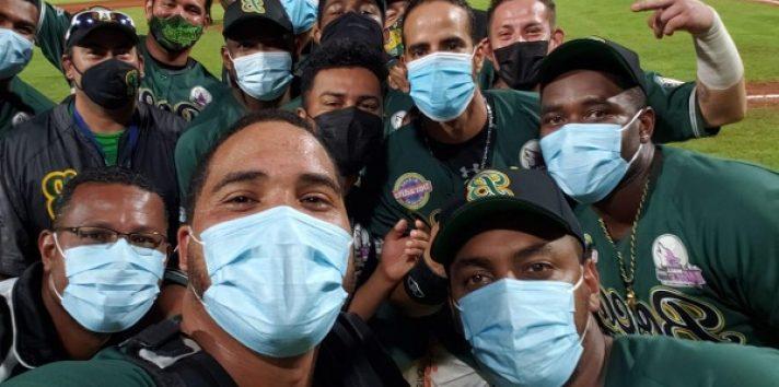 Jugadores de Bocas del Toro, festejan llegar a la final. Foto:Fedebeis