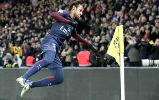 Neymar Jr de París Saint Germain celebra un gol. Foto EFE