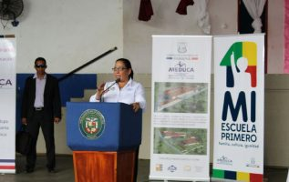 Las autoridades entregaron orden de proceder para la remodelación total del colegio Moisés Castillo Ocaña de La Chorrera. CORTESÍA
