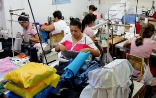 Maribel Gordón dijo que una de las dificultades de la economía panameña es que el Gobierno Nacional sigue apostando por el sector servicio. Archivo
