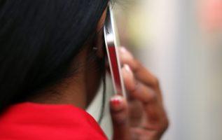 La gran mayoría de los celulares activos son prepago en el país, lo que necesita de mayor vigilancia. Archivo