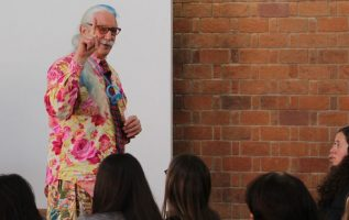 """Patch Adams"", en la Universidad Iberoamericana de México. EFE"
