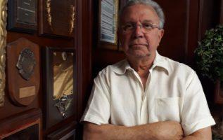Juan Carlos Tapia, comunicador social y comentarista deportivo.  Edwin González