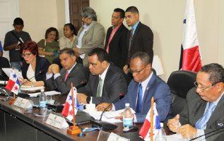 El rechazo a los traslados de partidas se dio por la oposición de los diputados del PRD y del CD. Archivo