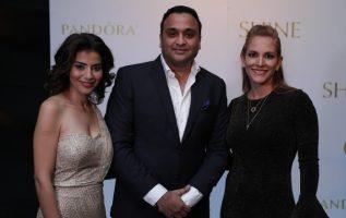 1.  Rina Mohinani, Rajesh Mohinani y Annie Cordobez.