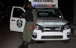 Miembros de la Policía Nacional detuvieron al menor que portaba el arma de fuego en su escuela. Archivo