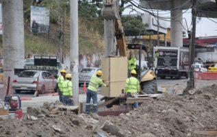 Los más afectados por estos trabajos son los usuarios de metrobús, que pierden casi dos horas. Foto: Víctor Arosemena