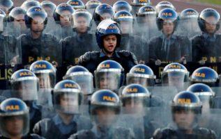 Policías antidisturbios. Foto: EFE