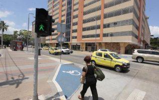 Según el plan de movilidad urbana de la Alcaldía capitalina, todos son peatones en algún momento de su traslado. Foto: Archivo