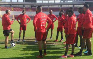 Jugadores de la liga local en los entrenamientos previo al partido contra Trinidad y Tobago. Fepafut