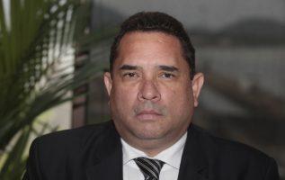 Diputado Roberto Ayala.